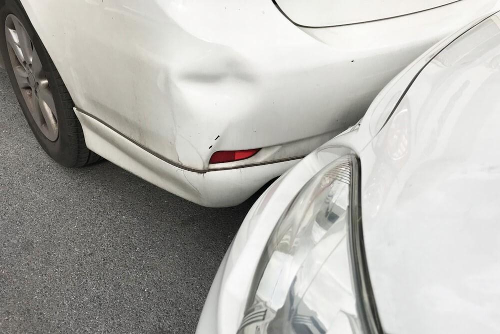 Drobna stłuczka samochodowa – zbliżenie na detale