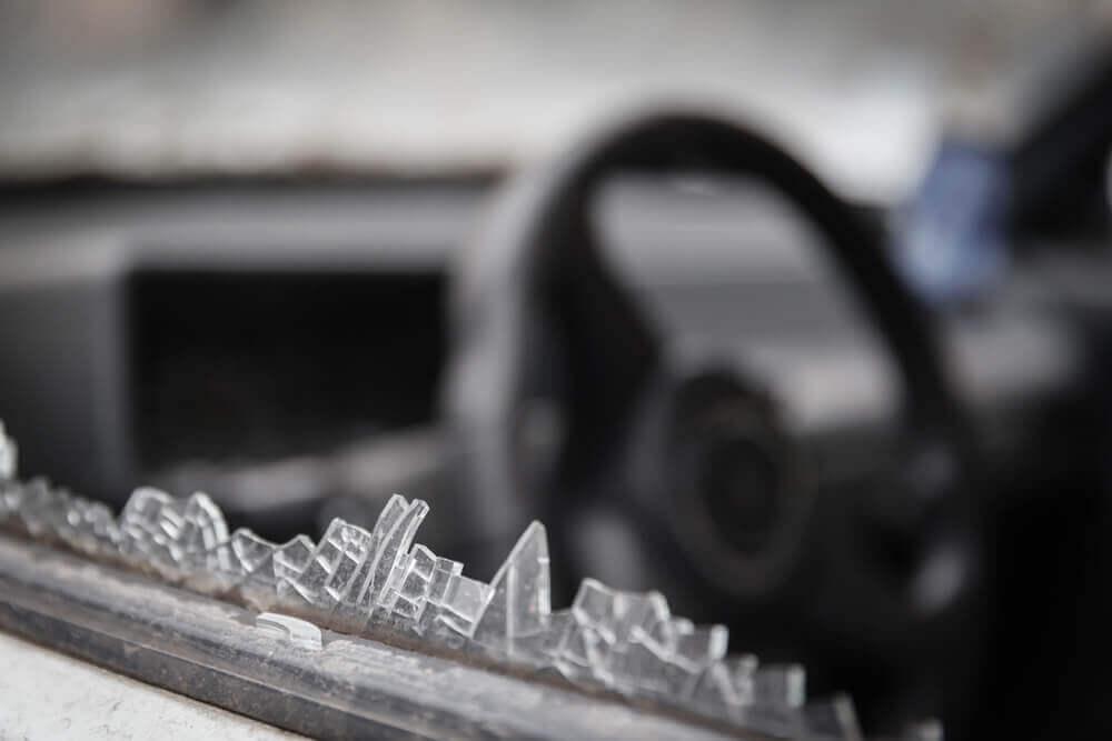 ubezpieczenie auta – czy warto ubezpieczać szyby?