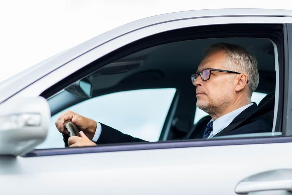 Koszt ubezpieczenia OC a wartość samochodu – jaka jest zależność?