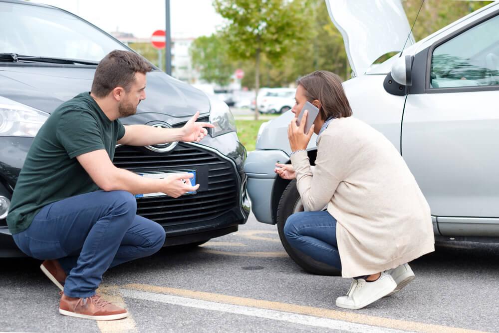Kolizja na drodze – kierowcy przyda się ubezpieczenie AC