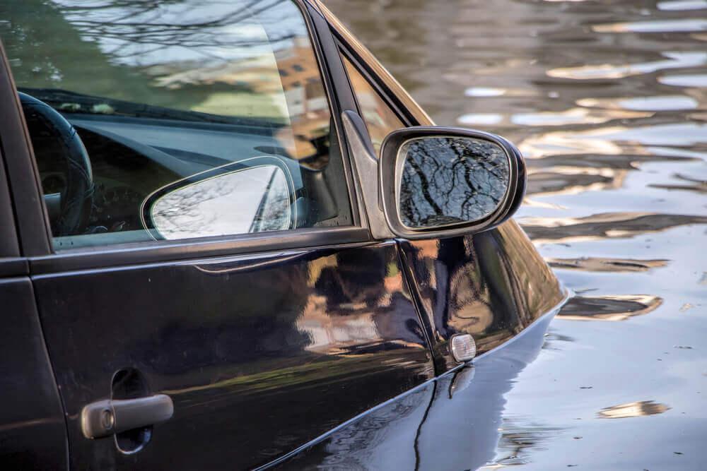 AC ubezpieczenie – zalanie auta
